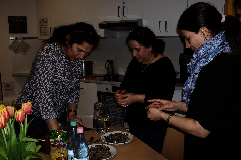 kurdische kulturtage kochworkshop 2 yekmal. Black Bedroom Furniture Sets. Home Design Ideas